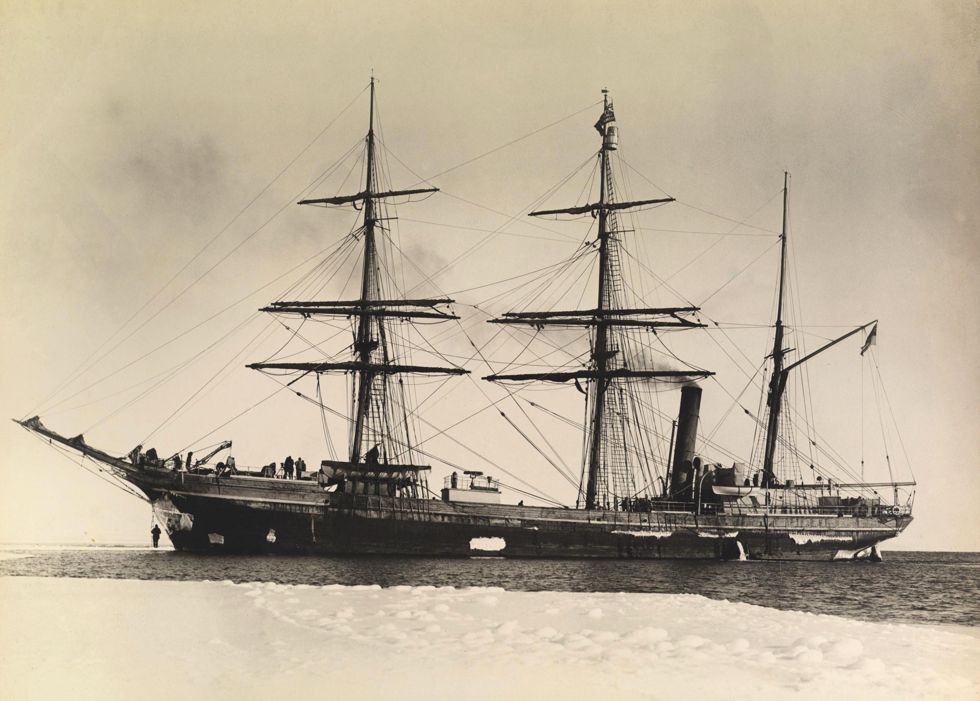 Terra_Nova_ship_by_Herbert_Ponting,_1911